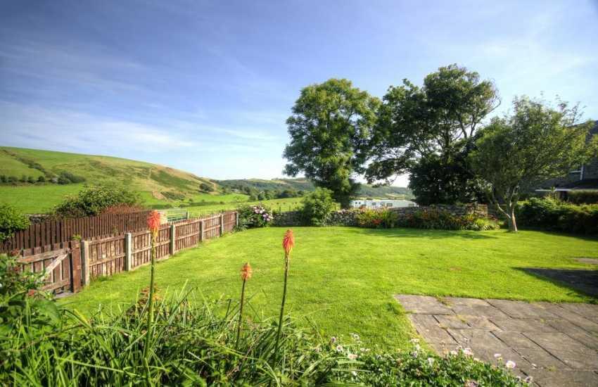 Porth Neigwl holiday cottage - garden