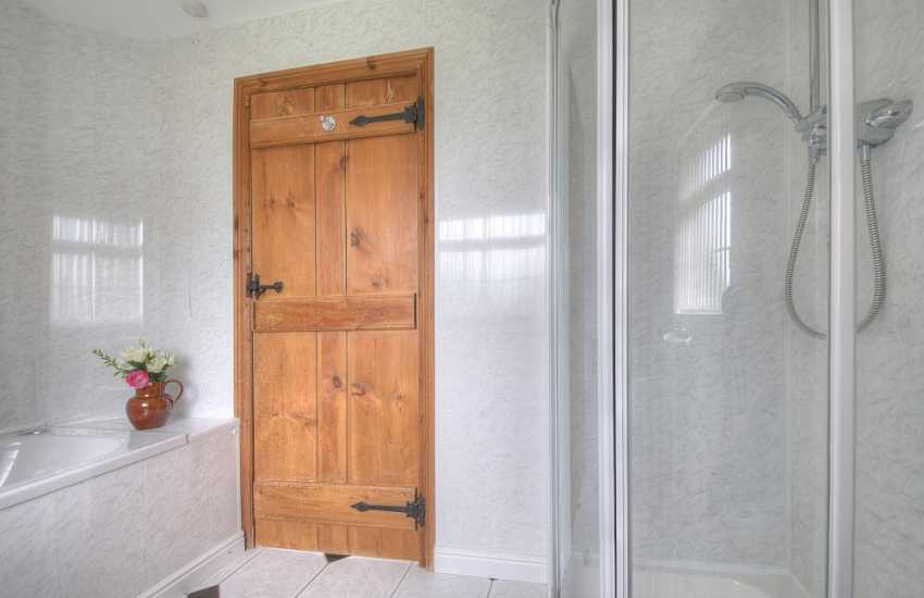 Porth Neigwl holiday cottage - bathroom