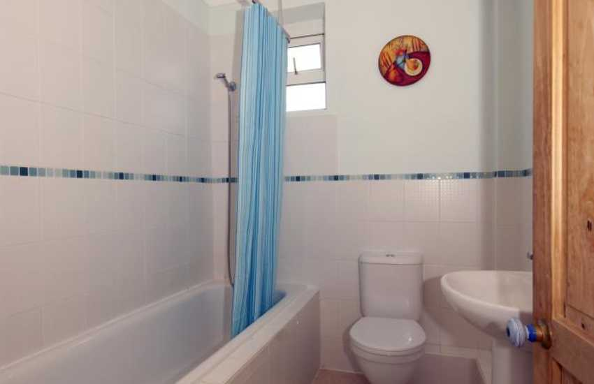 Tenby holiday home - family bathroom