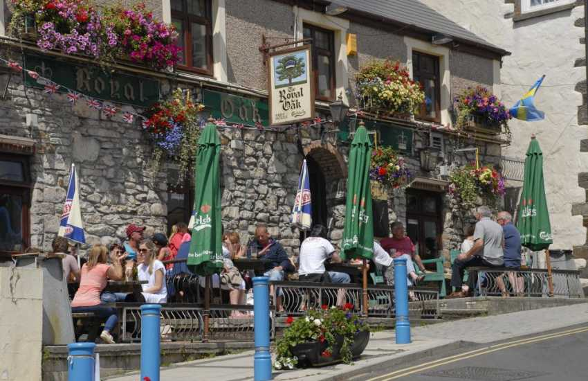 Seaside Saundersfoot has a wide variety of pubs and restaurants to choose from - The Royal Oak is a real old fashioned 'locals' Inn