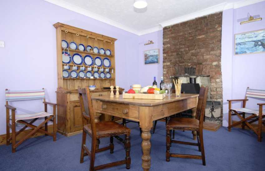 Gaythornes holiday home - dining room
