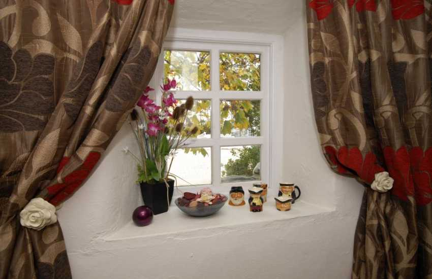 Solva, Pembrokeshire renovated granary - with stylish soft furnishings