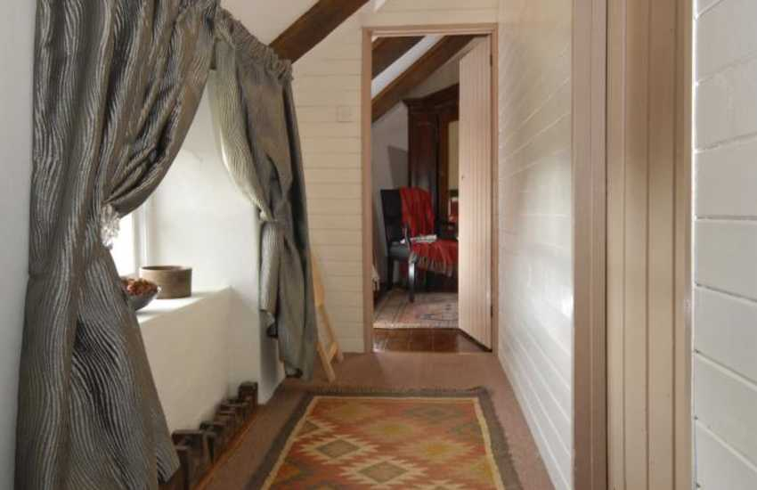 Renovated coach house near Solva - landing