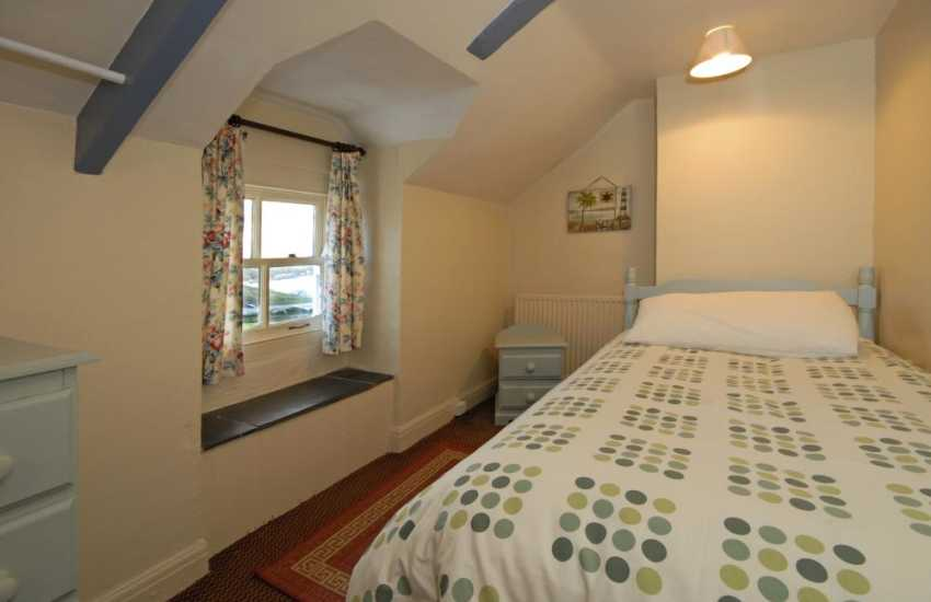 Pembrokeshire coast holiday house sleeps 9 - single with washbasin
