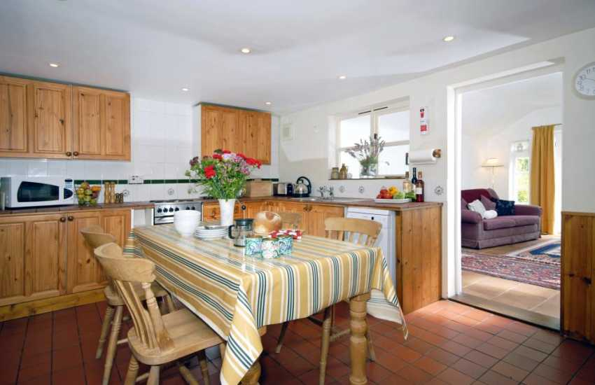 St Davids self-catering cottage - country style kitchen/diner