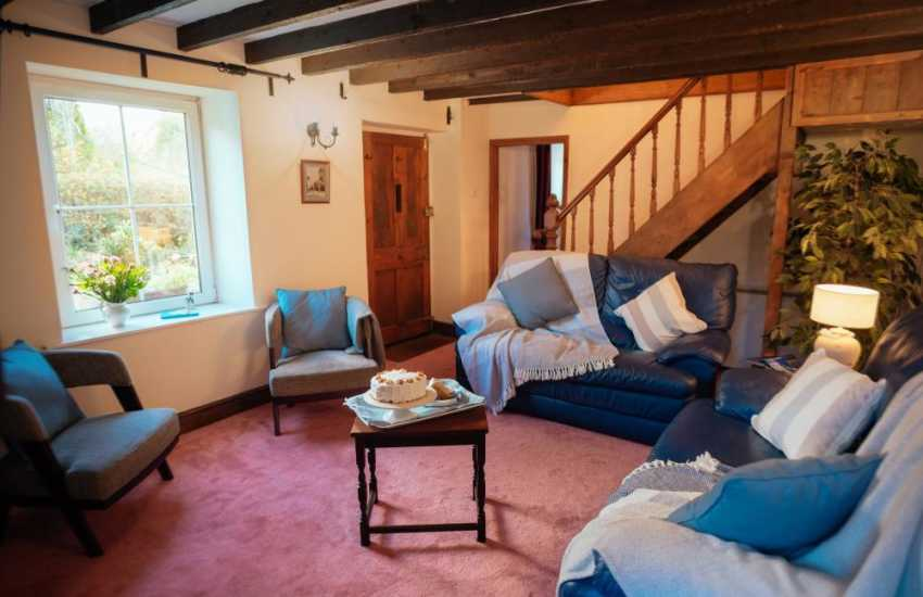 Three cliffs bay close by holiday cottage-lounge