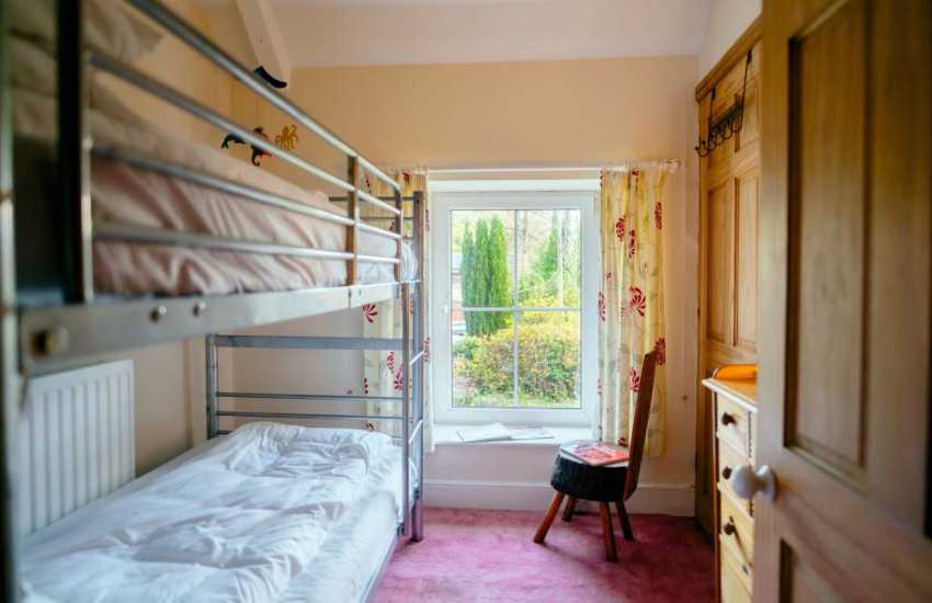 Bishopston close by holiday cottage-bunk beds