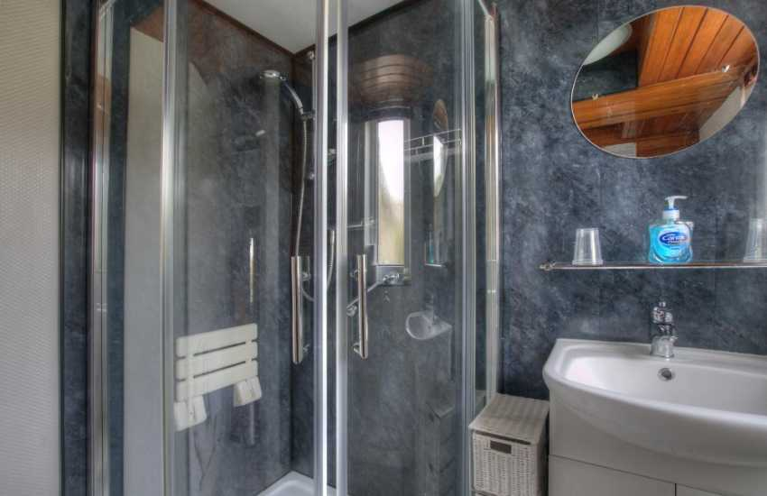 Llandudno self catering cottage - bathroom