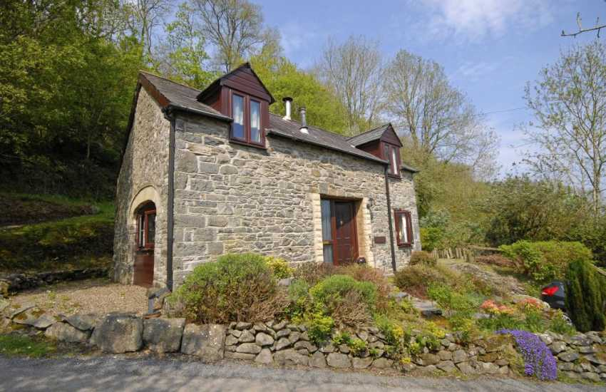 Cardigan Bay coastal holiday cottage - pets welcome