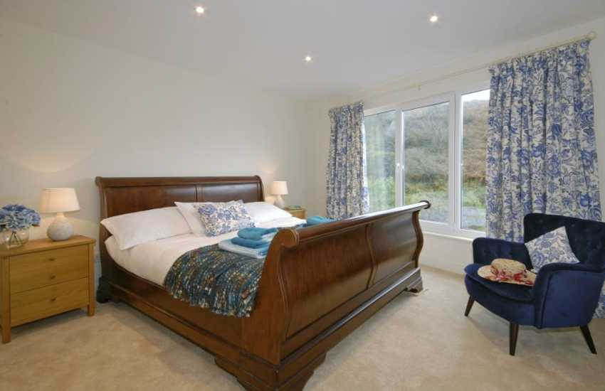 North Pembrokeshire holiday cottage sleeps 10 - ground floor super king size bedroom