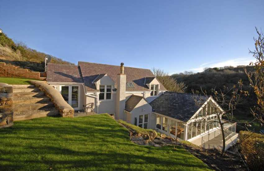 Little Haven family holiday cottage with steep garden - dogs welcome