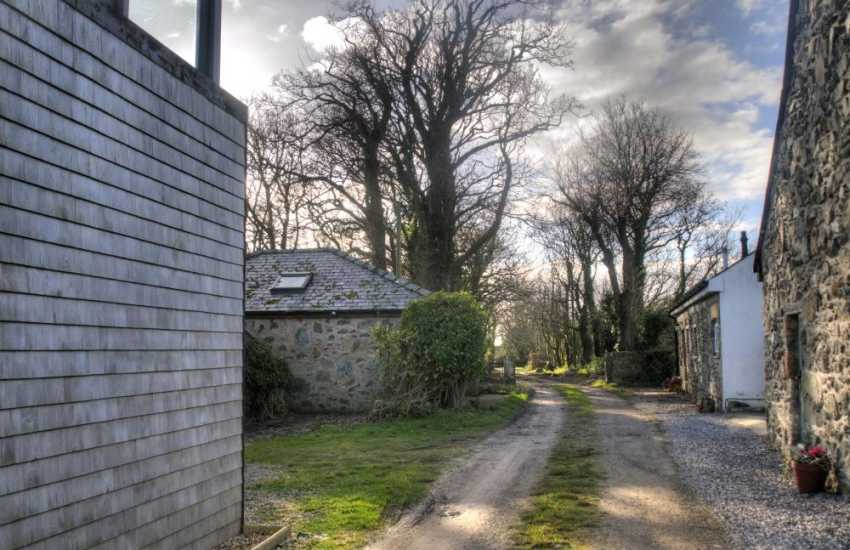Romantic coastal cottage Anglesey - lane