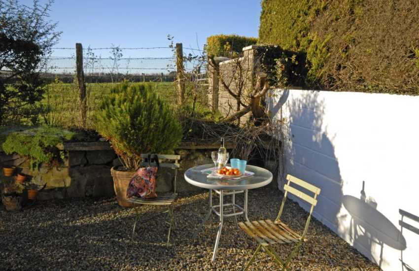 Pembrokeshire holiday home with small garden - dogs welcome