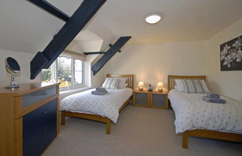 Pembrokeshire coast holiday home sleeps 5 - twin with woodland views