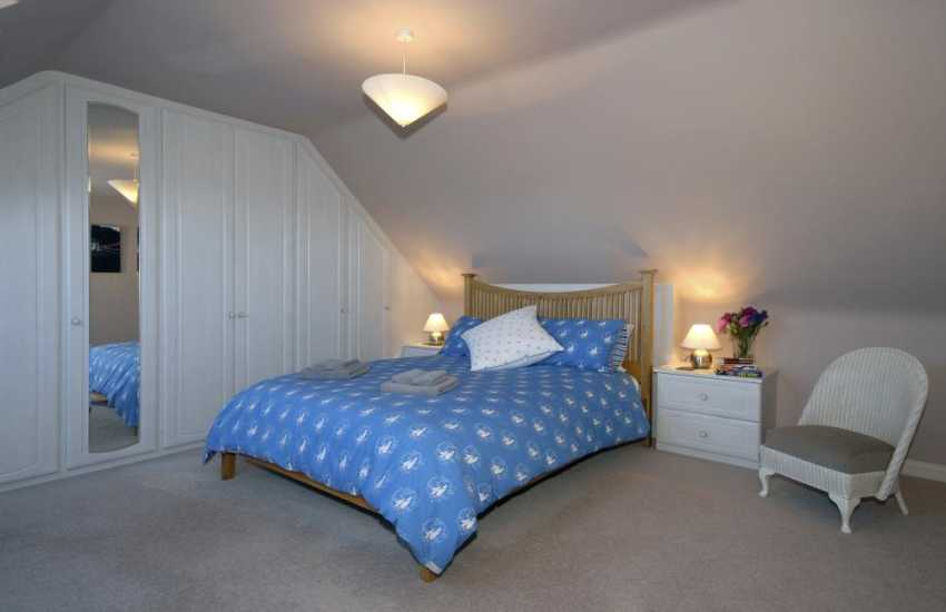 Newgale luxury holiday house - spacious master 5' double with countryside views