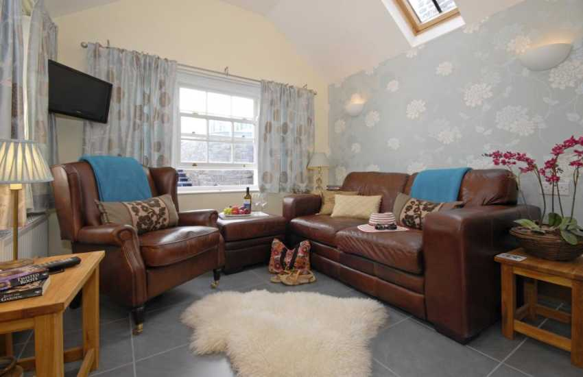 Aberaeron holiday home with sun room off the kitchen area