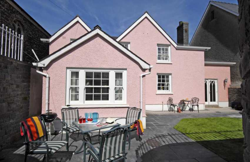Aberaeron Georgian town holiday  house with enclosed rear gardens and patio