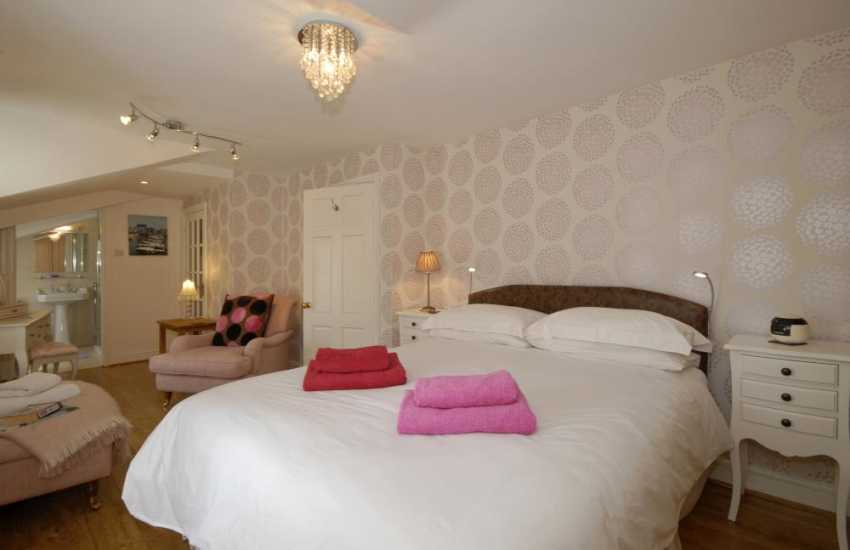 Luxury holiday home in Aberaeron - master king size bedroom