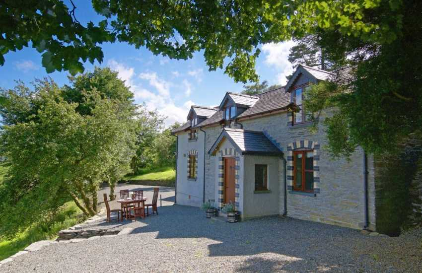 Mid Wales pet friendly cottage - ext
