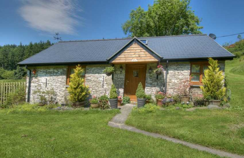 Devils bridge holiday cottage - ext