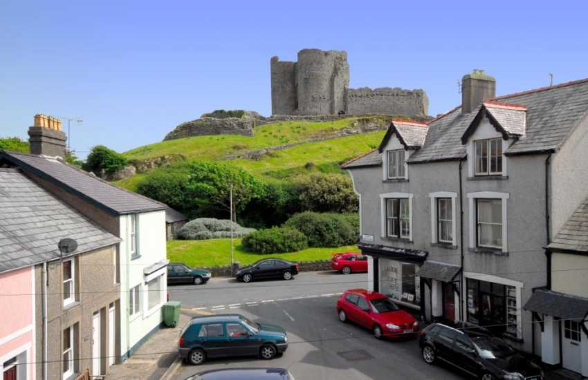 Holiday house - views towards Criccieth Castle