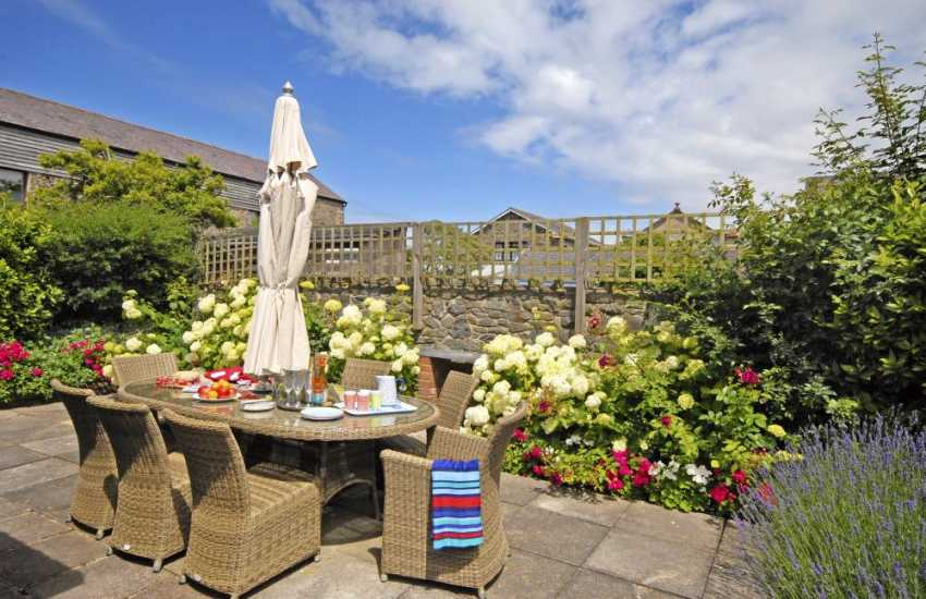Aberaeron holiday home with private enclosed rear gardens