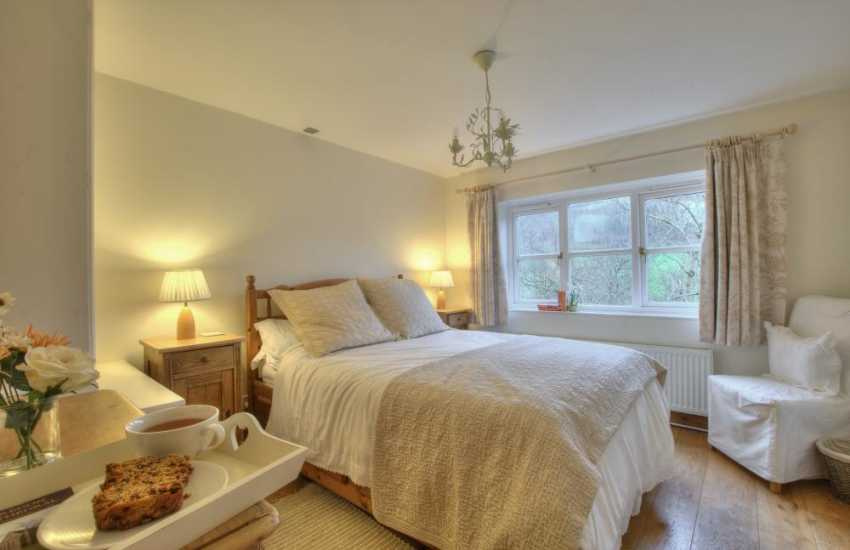 Black Mountains romantic cottage-bedroom