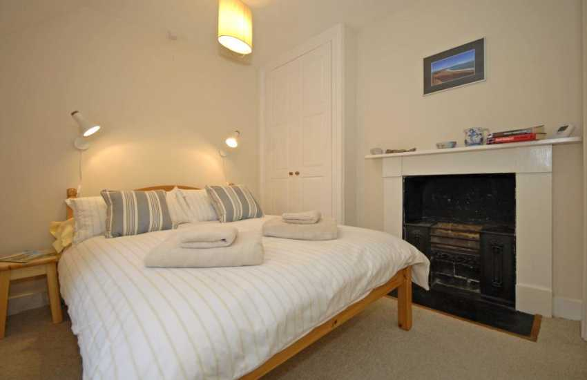 Martins Haven holiday cottage sleeping 6 - double