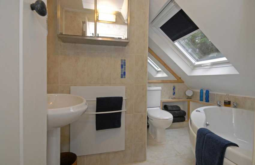 Pembrokeshire holiday home - family bathroom