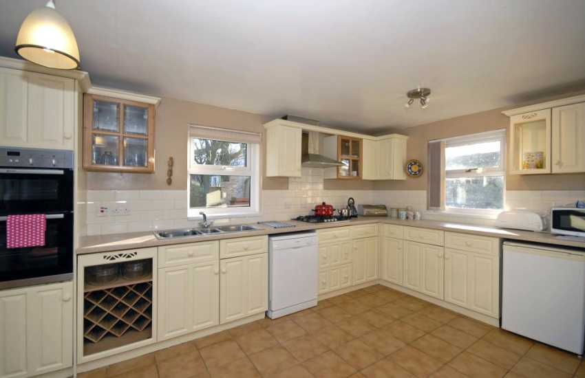 Self catering North Pembrokeshire - spacious country style kitchen/diner