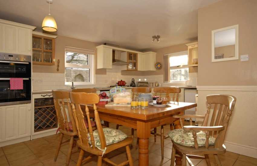 Mathry holiday home with open plan kitchen/dining area