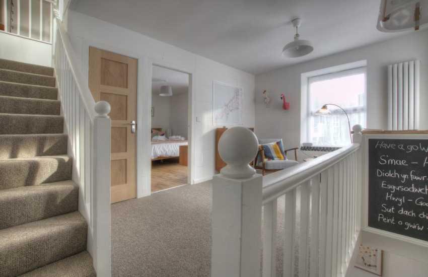 Llyn Peninsula holiday cottage  - landing