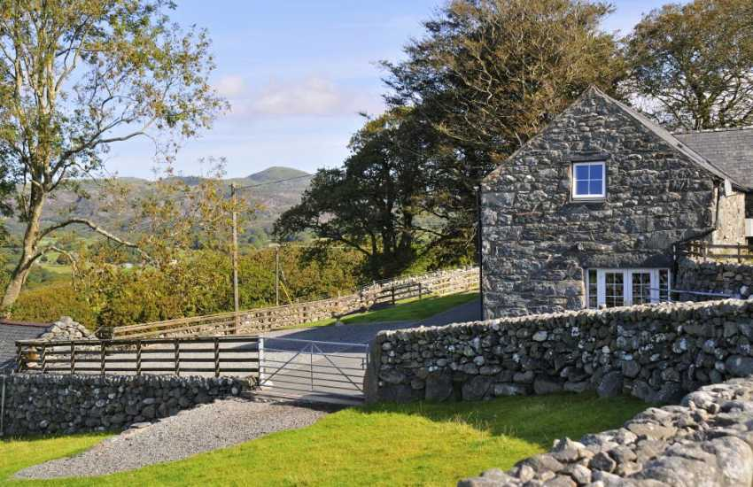 Cwm Bychan holiday cottage - ext
