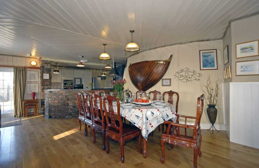 Dale holiday lighthouse - open plan dining room