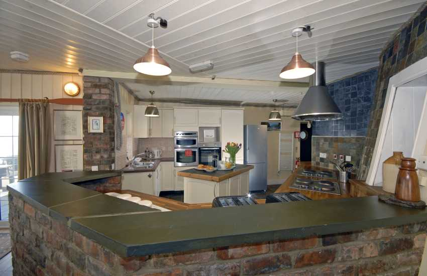 Dale self-catering lighthouse - kitchen