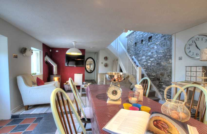 Self-catering Llanybri West Wales - kitchen/diner with Rangemaster 3 cooker and wine cooler