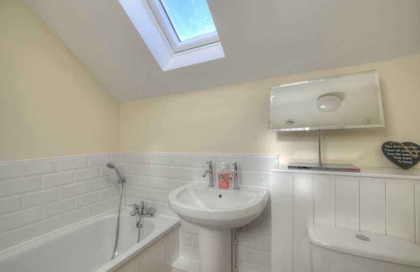 St Davids town house holiday cottage - bathroom