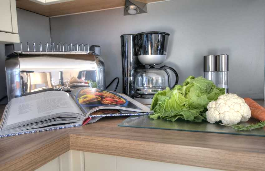 St Davids holiday cottage 3 bedrooms - dining