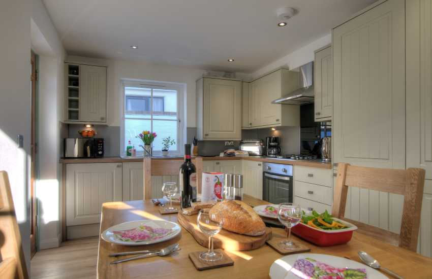 St Davids holiday cottage 3 bedrooms - dining