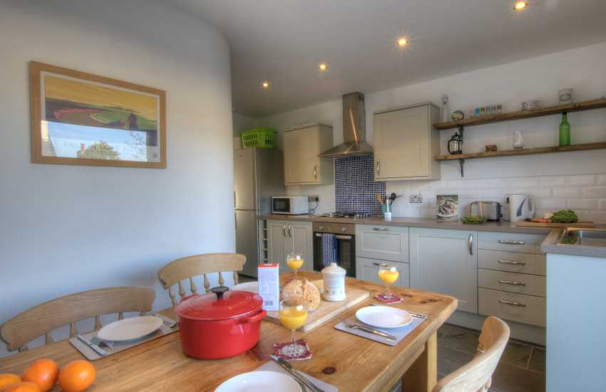 Cottage holiday St Davids - kitchen diner