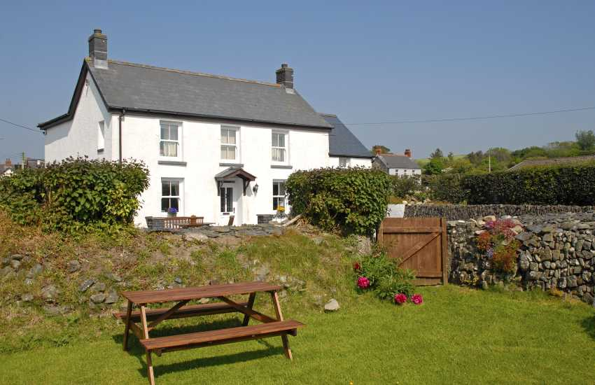 Llangrannog Victorian holiday cottage with garden - pets welcome