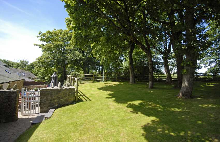 Pembrokeshire family holiday home sleeping 8 with gardens and hot tub
