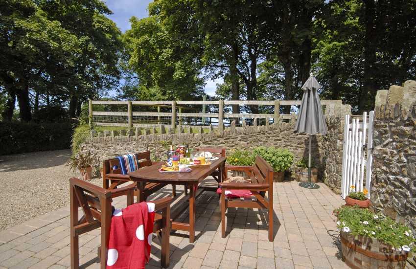 Pet friendly North Pembrokeshire holiday farmhouse - private gardens