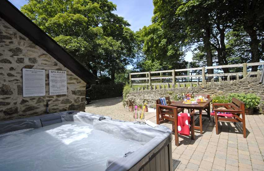 Pembrokeshire holiday home with hot tub and private patio