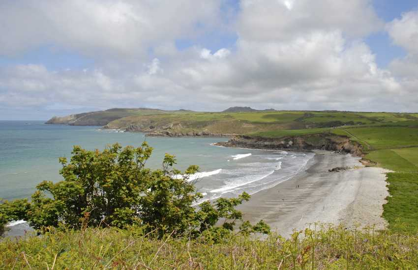 Abermawr (N.T) - a remote rural beach with a pebble bank and golden sand at low tide