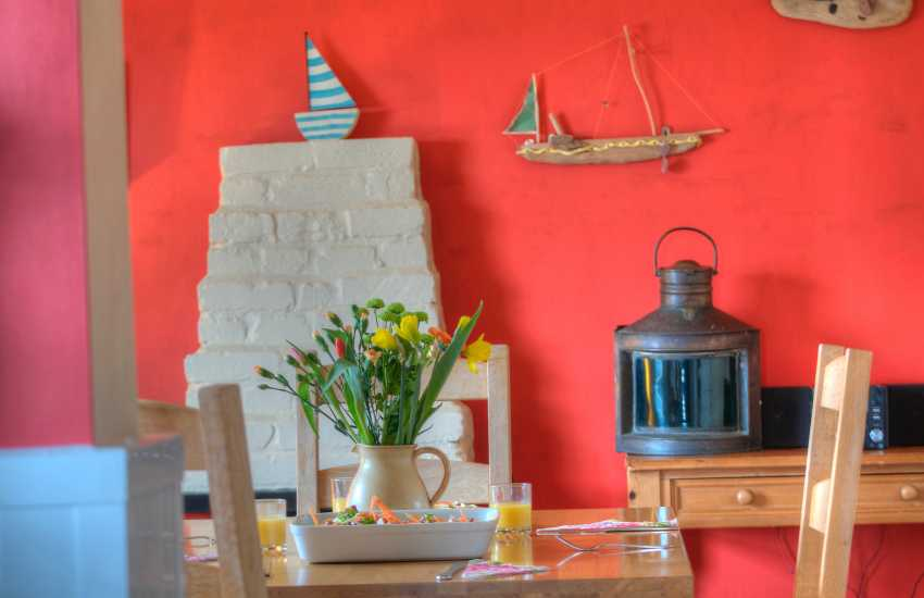 Pembrokeshire Coast Path holiday cottage - lounge