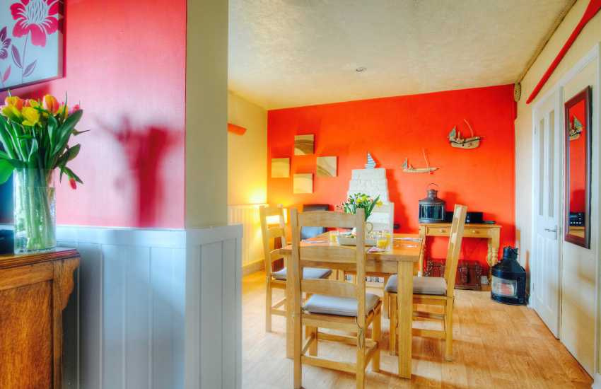 St Anne's Head Pembrokeshire holiday cottage - dining