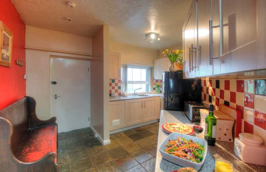 Pembrokeshire coastal cottage - kitchen