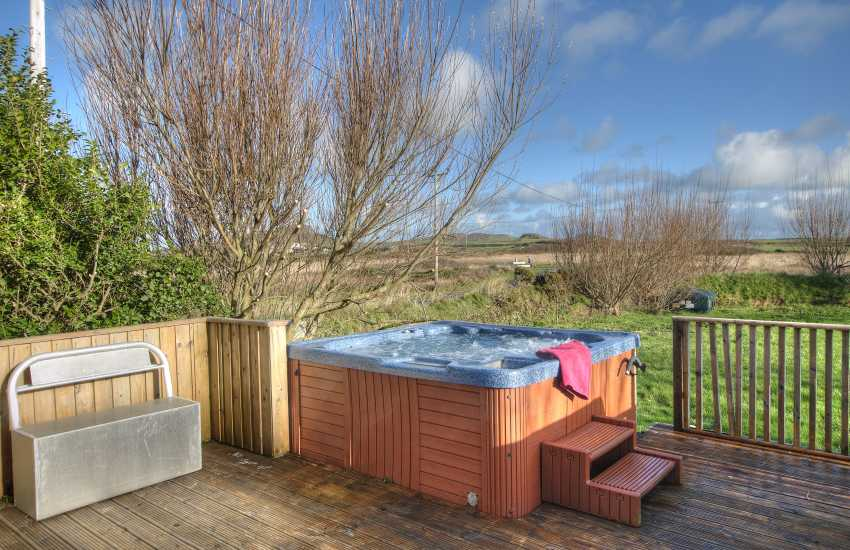 Cottage with hot tub Pembrokeshire - hot tub