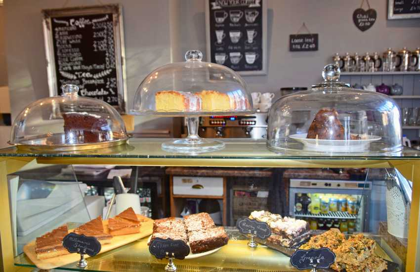 Coffee and delicious homemade cakes in Latte Da